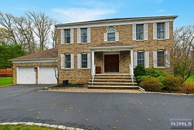 Bergen County Single Family Home For Sale: 5 Carriage Court