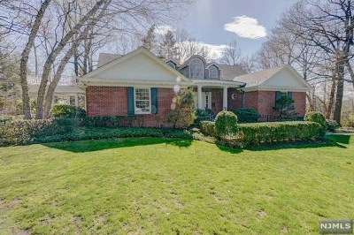 Englewood Single Family Home For Sale: 400 Eastwood Court