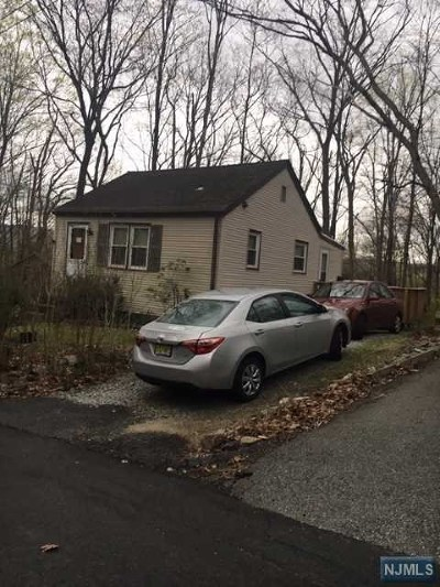 Wanaque Single Family Home For Sale: 19 Gorge Drive