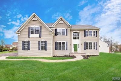 Washington Township Single Family Home For Sale: 2 Shadow Hill Way
