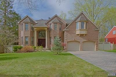 Paramus NJ Single Family Home For Sale: $1,095,000