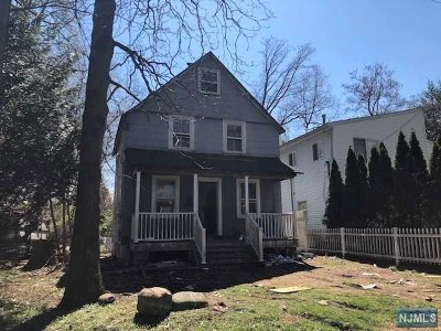 Teaneck Single Family Home For Sale: 174 Manhattan Avenue