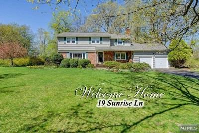 Upper Saddle River Single Family Home For Sale: 19 Sunrise Lane
