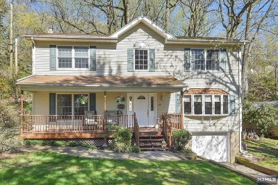 Mahwah Single Family Home For Sale: 131 Malcolm Road
