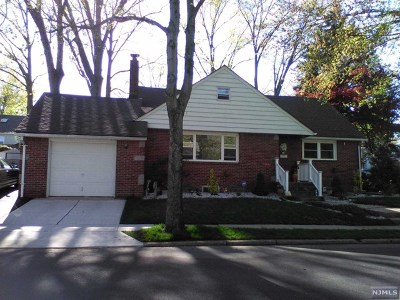 Bergenfield Single Family Home For Sale: 244 Murray Hill Terrace
