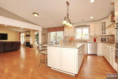Waldwick Single Family Home For Sale: 21 Ackerman Street