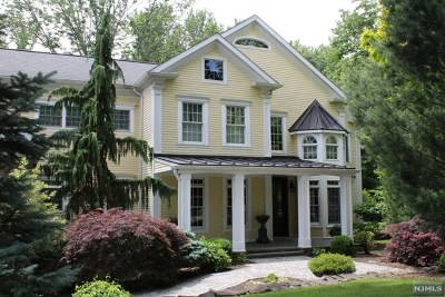 Upper Saddle River Single Family Home For Sale: 16 Winding Way