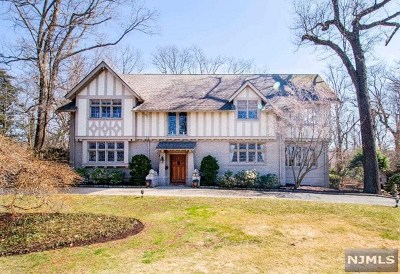 Essex County Single Family Home For Sale: 77 Rensselaer Road