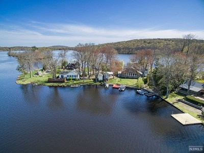 West Milford Single Family Home For Sale: 35 Laramie Trail