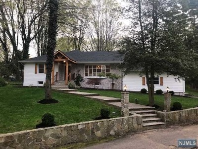 Upper Saddle River Single Family Home For Sale: 453 West Saddle River Road