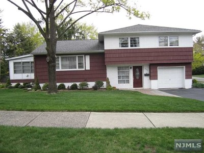 Ridgewood Single Family Home For Sale: 639 Concord Road