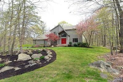 Morris County Single Family Home For Sale: 18 Pheasant Run