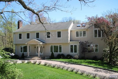Upper Saddle River Single Family Home For Sale: 516 West Saddle River Road