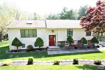Hawthorne Single Family Home For Sale: 53 Ridge Road