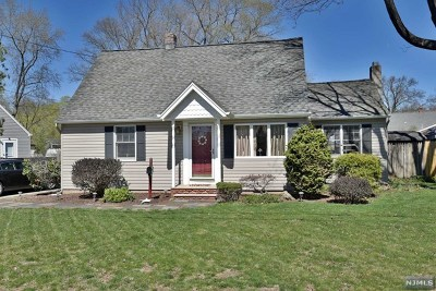 Wanaque Single Family Home For Sale: 8 Decker Road