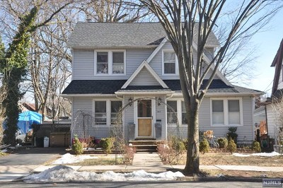 Teaneck Single Family Home For Sale: 885 Garrison Avenue