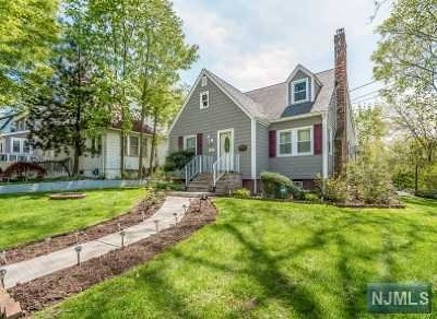 Teaneck Single Family Home For Sale: 544 Kenwood Place
