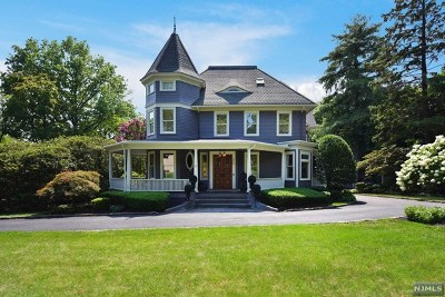 Ridgewood Single Family Home For Sale: 310 Godwin Avenue