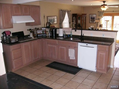 Bergenfield Single Family Home For Sale: 43 Bogert Place