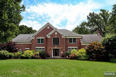 Mahwah Single Family Home For Sale: 7 Hutton Drive