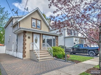 Lyndhurst Single Family Home For Sale: 275 Willow Avenue