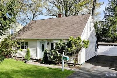 Waldwick Single Family Home For Sale: 131 Bergen Avenue