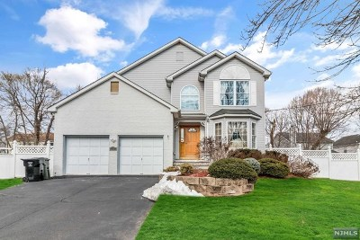 Paramus Single Family Home For Sale: 758 Pascack Road