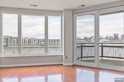 Weehawken NJ Condo/Townhouse For Sale: $510,000