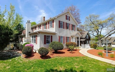 Montvale Single Family Home For Sale: 18 Franklin Avenue