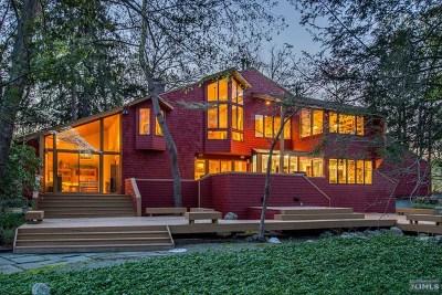 Upper Saddle River Single Family Home For Sale: 262 West Saddle River Road
