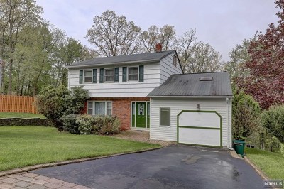 Wanaque Single Family Home For Sale: 20 Stafford Drive