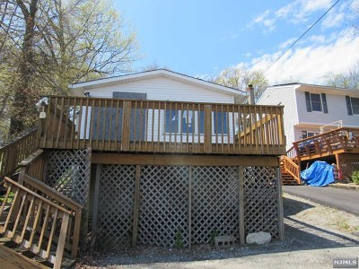West Milford Single Family Home For Sale: 681 Warwick Turnpike