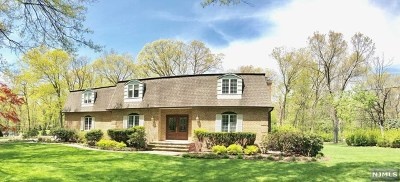 Franklin Lakes Single Family Home For Sale: 868 Woodfield Road