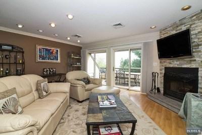 Cliffside Park Condo/Townhouse For Sale: 300 Gorge Road #24