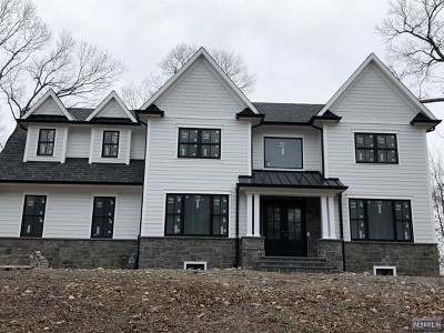 Franklin Lakes Single Family Home For Sale: 889 Hilltop Terrace