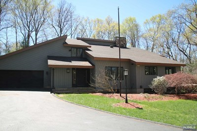 Saddle River Single Family Home For Sale: 26 Bayberry Drive