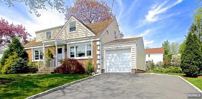 Fair Lawn Single Family Home For Sale: 30-03 Garrison Terrace