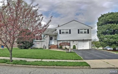 Clifton Single Family Home For Sale: 4 Standish Drive