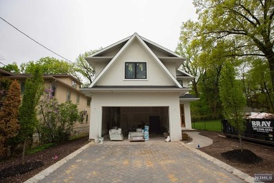 Tenafly Single Family Home For Sale: 152 Columbus Drive