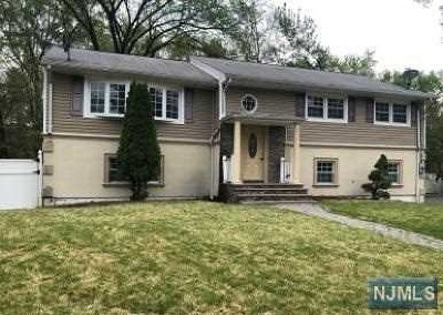 New Milford Single Family Home For Sale: 528 Columbia Street
