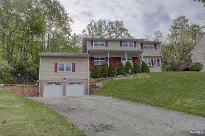 Wanaque Single Family Home For Sale: 11 Bean Court