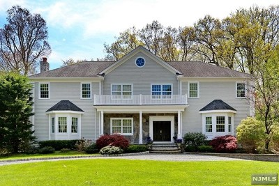 Upper Saddle River Single Family Home For Sale: 32 Dogwood Hill Road