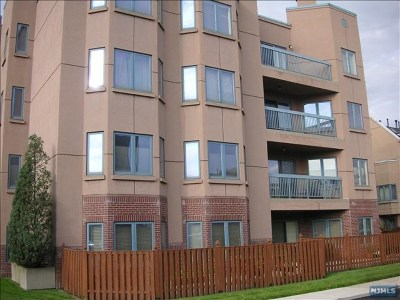 Edgewater Condo/Townhouse For Sale: 402 Ellery Court #402