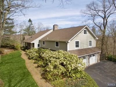Morris County Single Family Home For Sale: 14 Pepperidge Tree Terrace