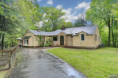 Woodcliff Lake Single Family Home For Sale: 255 Glen Road