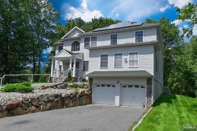 Morris County Single Family Home For Sale: 27 Swan Lane