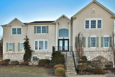 Passaic County Single Family Home For Sale: 37 Independence Trail