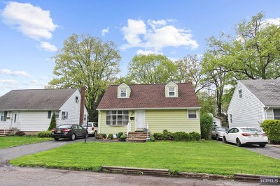 Bergenfield Single Family Home For Sale: 16 Willow Street