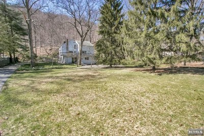 Mahwah Single Family Home For Sale: 62 Deerhaven Road