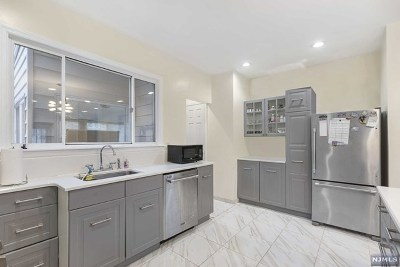 Cliffside Park Single Family Home For Sale: 389 Columbia Avenue